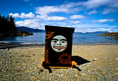 Bill Reid's burial box by Haida artist, Don Yeomans / Tanu, Haida Gwaii / Photo by Suzanne Ahearne